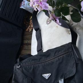Prada nylon vintage crossbody taske. Super fed og eftertragtet og rummelig