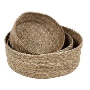 Varetype: Andet Størrelse: - Farve: Lys Beige Oprindelig købspris: 179 kr.  Runde brødkurve lavet i søgræs. Sæt med 3 stk. kurve til brød eller opbevaring i hjemmet.  Brug de smarte kurve som brødkurve i køkkenet og på det pæne opdækkede bord eller til opbevaring overalt i boligen.  Der er 3 forskellige kurve i et sæt.  Måler Lille: 20 cm. i diameter, 8 cm. høj Mellem: 24 cm. i diameter, 9 cm. høj Stor: 28 cm. i diameter, 10 cm. høj