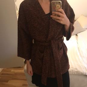 Smuk jakke / kimono - smuk over en læderjakke eller en basic bluse