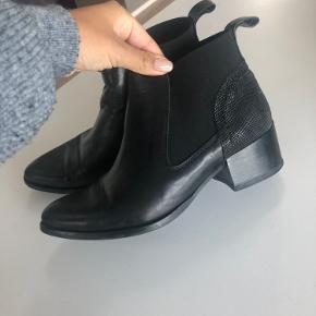 Lækre støvler meget velholdt