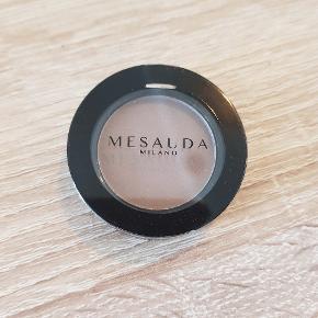 Mesauda øjenskygge   Aldrig brugt  Afhentes i Aalborg  Kig gerne mine andre annoncer for mere makeup og hudpleje 😊
