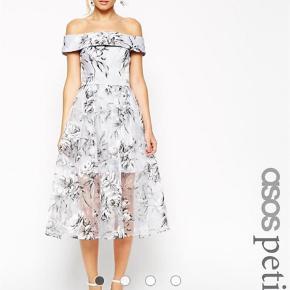 Sælger denne skønne kjole fra Asos.  Den er kun brugt 1 gang og så god som ny. Sælges da jeg har for mange kjoler. Str. UK 8 som svarer til str.36.  Midi Farve: Grå