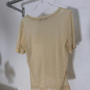Gennemsigtig glimmer t-shirt.