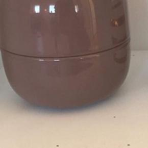 Fin krukke fra Kähler. Model: Bellino, mørkebrun. Vil nærmere sige, at den er lilla 🌸 Måler 160mm. X 1600 mm.