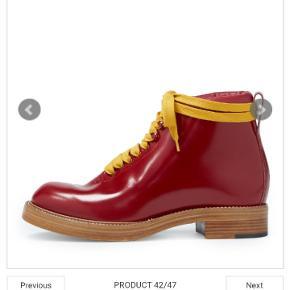 Mega sej støvle fra vivienne westwood, model Tommy boot. Str. er 45 og true to size, desværre, da de desværre er for stor til mig. De er ubrugte, original æske som dog er noget medtaget. Ny. Ca. 4000 Kom med er realistisk bud