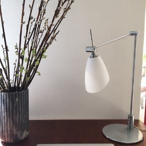Skrivebordslampe med lysdæmper. Lækkert kvalitet 👌