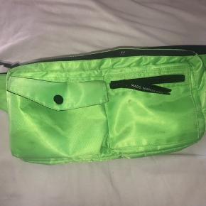 Sælger denne mega fede Mads Nørgaard taske. Er lidt beskidt man kan måske gøres rent, derfor prisen:)
