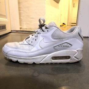 Nike Air Max hvid - lettere brugt, godt vedligeholdt. Normalpris 800kr
