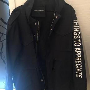 35dfd5ce94d Brand: Things To Appreciate Varetype: frakke Farve: Sort Oprindelig købspris:  1000 kr
