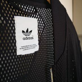 NP: 1000 kr. Sælges da den ikke bliver brugt. Giver en grafisk effekt til det tøj man har indenunder. 💢