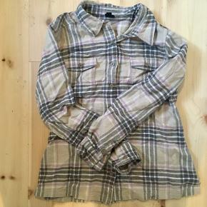 Flannelskjorte fra Patagonia. Str, 10. Er brugt meget få gange 🌞