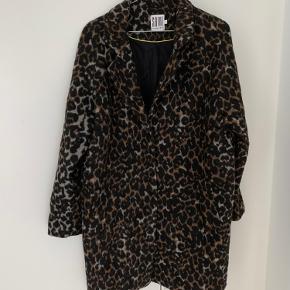 Leopard frakke i str. 36