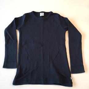 Mørkeblå Smallstuff bluse. Str. 98/104. Ikke brugt meget og holder farven fint.