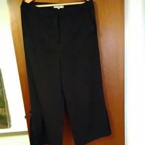 Cropped bukser fra Selected femme.Brugt få gange. Sendes med dao for købers regning.