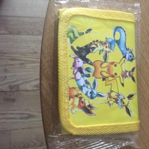 Lille smart Pokemon pung.Koster 79 kr med fragt eller kan hentes i Herning for 60 kr