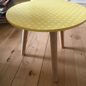 Lille bord. 30 høj, 35 i diameter