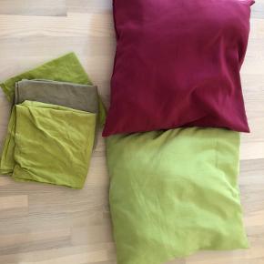 To Ikea puder og tre betræk dertil Samlet pris 25 kr