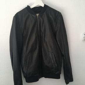 Revolution jakke