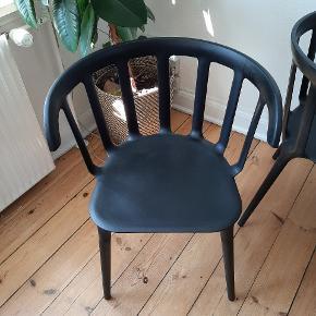 4 spisestole fra IKEA. Sælges pga. Flytning. De 4 skind er også til salg  Prisen er for alle 4 #trendsalesfund