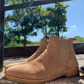 Shoe the Bear boots  Ny pris 1100kr Købt hos 2402 holstebro   Pletten er fjernet