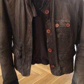Sælger denne mega lækre læder jakke. Den er brugt, men i god stand🌸