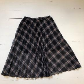 Nederdel med plisseringer fra Neo Noir. Str. L 🌿  #30dayssellout