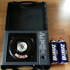 Smart og velfungerende gas kogeblus i kuffert. Handy og let at bruge. Der medfølger 1 1/2 da. Gas. Skal afhentes i 6740 Bramming. Skal væk nu, kom med et anstændigt bud !