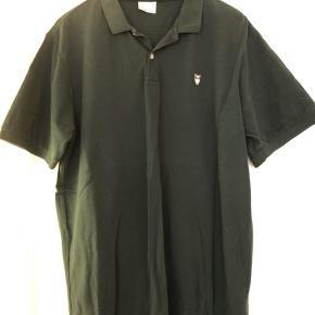 Fin T-shirt i mørkegrøn bomuld. Bytter ikke