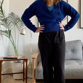 Beautiful wool blend cardigan from &other stories. In great shape! 🔵🔵🔵