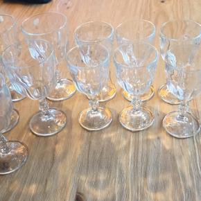 Lyngby glas, 5 rødvins og 6 hvidvins glas. Stort set aldrig brugt