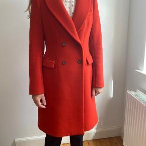 Rød/orange uld frakke fra zara i flot stand.