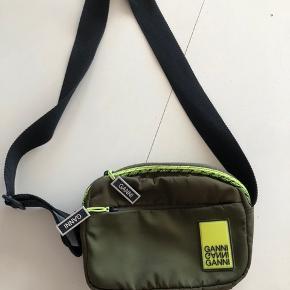 Sælger denne fede taske fra Ganni. Kom med bud!  NP 699