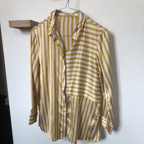 Fin skjorte fra pieves, brugt 2 gange, kan passes af en XS/S. Prisen er fast 😊 Sender kun på købers regning og bytter ikke.