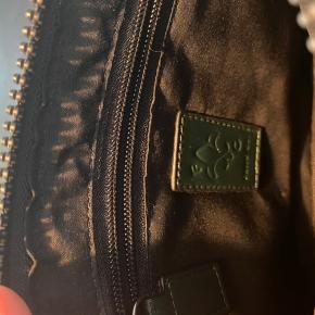 Lille taske / clutch fra Friis og Company.  Se gerne min shop, giver mængderabat ved køb af flere ting 😊  #Secondchancesummer