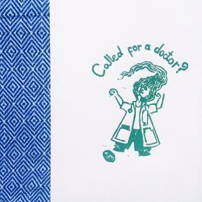 """""""Called for a doctor?"""", linoleumstryk, A5.  Perfekt gave til den nyuddannede læge!  Laves i forskellige farver og størrelser.  Se andre værker på instagram @bykatrinemavraganis"""