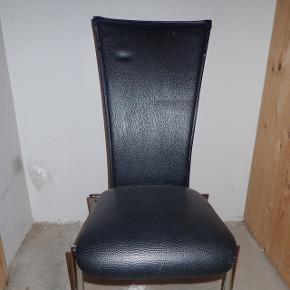 Spisestole/køkkenstole med høj ryg og metalben. Tre stk haves. Giv et bud. Forslag 25kr/stk?