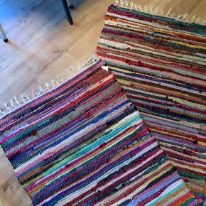 Farverigt kludetæppe i rigtig fin stand.  Måler: 200x70 ✨✨  Kan hentes på Frederiksberg 🐆