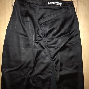 Acne Studios satin nederdel med slids