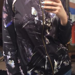 Lækker træningsjakke/cardigan. Jeg købte sættet, men brugte desværre kun bukserne.   #30dayssellout