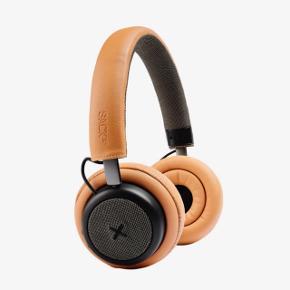 SACKit TOUCHit Høretelefoner GoldenHelt NY - ikke så gode hvis man har briller 😒 Derfor jeg sælger - virkelig ærgerligt!! Kanon lyd!  Bluetooth til smartphone (forbindelse med op til 10 meters afstand).  Opladt via micro USB port - 20t spilletid   Dertil:  Active Noise cancellation Double Ear Cushion Mikrofon Justerbare bøjler