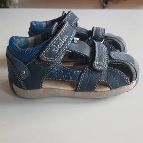 Skofus sandal str 25. Brugt men i pæn stand. Lidt slid på snuden, men ellers er  skoen meget pæn.