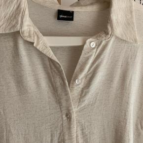 Super fin skjortekjole fra Gina, sælges da jeg ikke får gået med den mere.