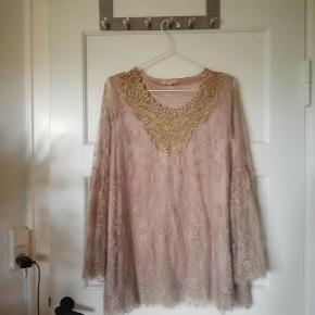 Fin bluse/tunika fra Buch. Har aldrig været brugt, har dog fjernet prismærket
