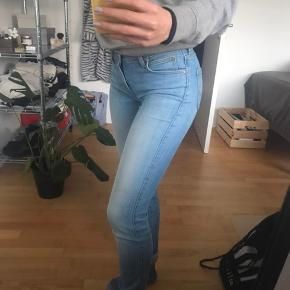 b6465076de4 Str. S. God fit, men for lange til mig. Model - Scarlett Skinny, Lee Jeans