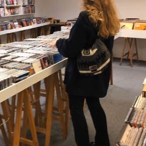 Rigtig flot Vintage Fendi taske  Købt her på Trendsales for 3 måneder siden.  Stand er 8/10  Hvis interesseret kan den ses på Østerbro. Sender ikke da køberen helst skal se tasken inden køb.  Skriv privat for flere billeder. Skriv kun ved seriøs interesse