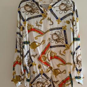 Smuk italiensk skjorte i ægte silke
