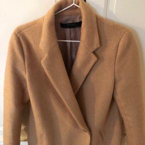 Fin jakke fra ZARA i str m. Næsten som ny. Giver mængderabat🌿
