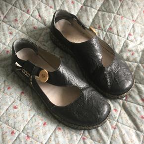 Smarte sorte flade Reicker sko med god pladsform..