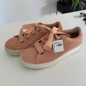 Nye Puma sneakers Coral farvede  BYTTER IKKE