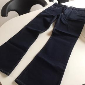 Så lækker jeans de er str W36 og L 32 De er nye med tags og aldrig brugt  Kun prøvet min mand har fået dem i gave men de passer ham desværre ikke flotte jeans 😊😊😊